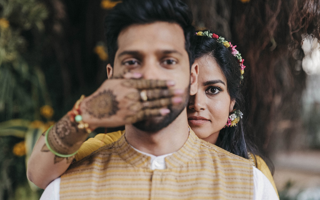 india-couple-mehendi